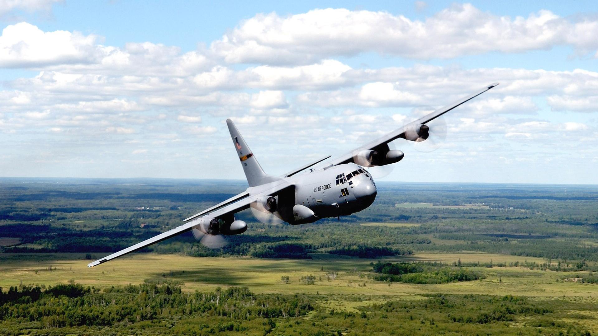airplane-landing_118571-1920x1080
